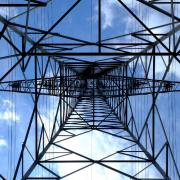 新時代の送電方法!高電圧直流は今までの交流送電とは何が違い、どんなメリットがあるのか?そんな高電圧直流についてを紹介します。